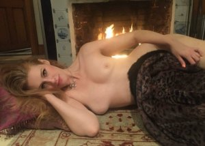 Rabiha escort girls in Lindsay