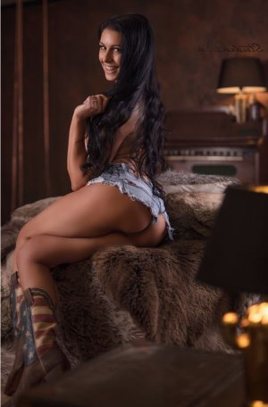 Léa-rose escorts services