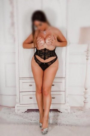 Chamssia escort girl in Biloxi MS